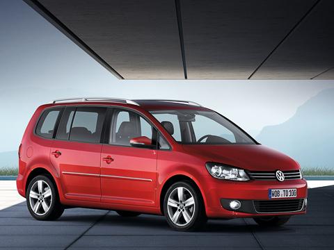 Volkswagen touran. Компактвэн Volkswagen Touran вверсии BlueMotion TDI— один изсамых экономичных автомобилей вклассе. Расход топлива всмешанном цикле— 4,6л/100км.