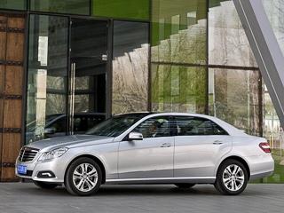 Mercedes e. Вдлине кузова иколёсной базы вытянутая «ешка» уступает баварской «эльке» 27и163мм соответственно.