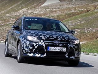 Ford focus. Вкамуфляж фордовцы облачили тестируемые машины из-за того, что следующего замировым (де-факто символического) европейского дебюта модели пока небыло: ждём Женевы-2011.