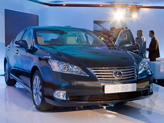 Lexus es. Вживую Lexus ES350 смотрится лучше, чем нафото. Новнешняя солидность идороговизна— чисто американские.