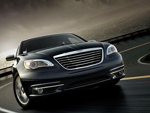 Chrysler 200,Chrysler sebring. Представители концерна Chrysler несообщают, какого типа трансмиссии достанутся «двухсотому», но, предположительно, модель будет иметь передне- иполноприводную модификации.