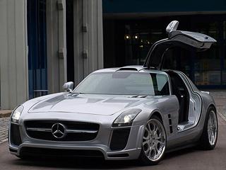 Mercedes sls. Определённый шарм суперкару с суровым обвесом добавляют эффектные 20-дюймовые легкосплавные диски и заниженная подвеска.