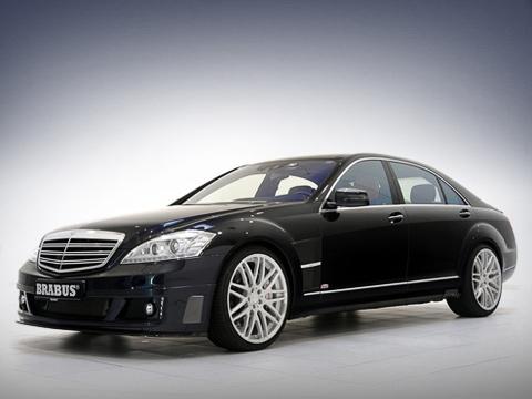 Mercedes s. Свои 800 сил мотор V12 6.3 выдаёт на5500об/мин, абешеную тягу 1420 Н•м— начиная с2100об/мин. Удивительно, номонструозный двигатель соответствует нормам токсичности Евро-5.
