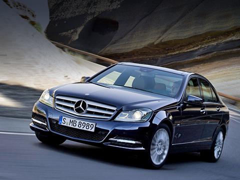Mercedes c. С1982 года компания Mercedes-Benz выпустила больше 8,5 миллиона машин среднего класса (190E иC-Klasse). Успешна инынешняя «цешка», апосле фейслифтинга, мыуверены, модель будет ещё популярнее.