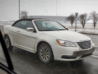 Chrysler 200,Chrysler 200 convertible. Сейчас заChrysler Sebring Convertible просят на$7730 больше ($27850), чем заодноимённый седан. Тоже смоделью200, четырёхдверная версия которой оценивается в$21245.
