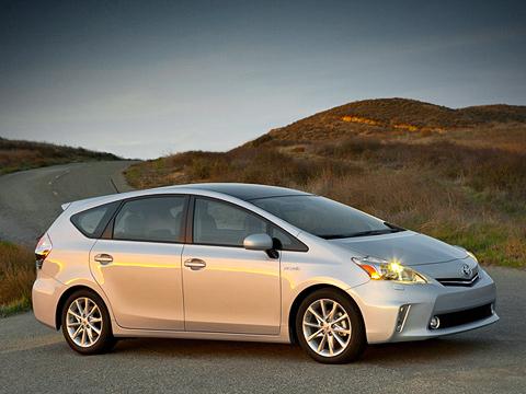 Toyota prius,Toyota prius v. Клиновидный, стремительный кузов компактвэна Toyota Prius v радует глаз. Похожая форма у диодной головной оптики. К слову, коэффициент аэродинамического сопротивления машины равен 0,29 (у хэтчбека — 0,25).