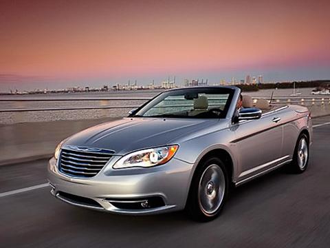 Chrysler 200,Chrysler 200 convertible. Ожидается, что открытая двухдверка Chrysler200 дебютирует напредстоящем автошоу вНью-Йорке вапреле текущего года.