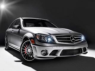 Mercedes c,Mercedes c amg. Канадская версия седана Mercedes C63AMG доступна только водном цвете— сером. Кроме того, новинка снабжена 19-дюймовыми колёсными дисками иуглепластиковыми накладками назеркала.