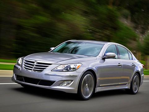 Hyundai genesis. Сейчас Hyundai продаёт Дженезисы за$33000 смоторомV63.8 иза$43000 cTauV84.6. Цены нареформенные машины пока необъявлены, нопродажи стартуют летом 2011года.