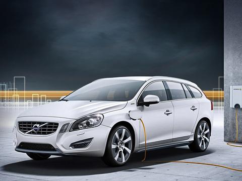 Volvo v60. Несмотря на то что скандинавы намерены продолжить тестировать и совершенствовать использованные в машине технологии, сроки вывода серийной модели на рынок они уже обозначили — 2012 год.