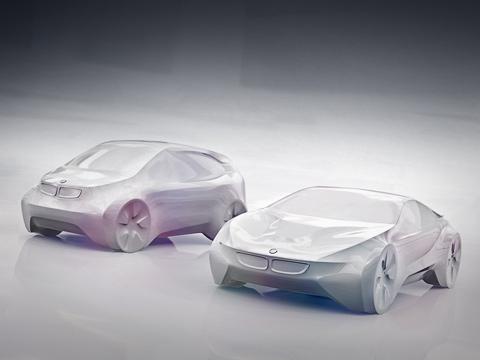 Bmw i,Bmw i3,Bmw i8. Под новым брендом BMW iбудут выпускаться только природолюбивые модели. Пословам представителей баварского концерна, именно втаких автомобилях более всего заинтересованы инуждаются жители больших городов. Они-то истанут основной целевой аудиторией.