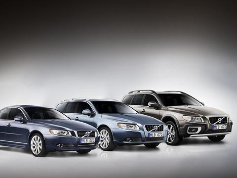 Volvo v70,Volvo s80,Volvo xc70. Модернизацию всех трёх моделей шведы провели поодной схеме. Это касается как внешности иинтерьера, так итехнической составляющей.