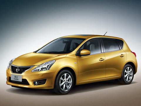 Nissan tiida. Как и предшественница, «вторая» Tiida построена на удлинённой «тележке» модели B-класса Nissan Micra. Только теперь это новая многоцелевая платформа (V-platform) уже четвёртого поколения малолитражки.