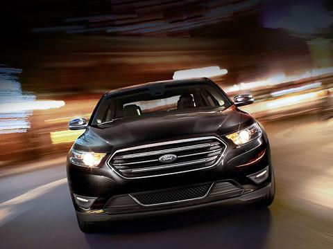 Ford taurus. Проделанную над флагманским седаном работу глава американского подразделения Ford Марк Филдс охарактеризовал как основательную модернизацию автомобиля сособым вниманием кдеталям.