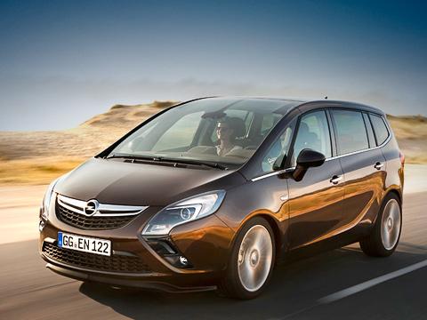 Opel zafira,Opel zafira tourer. Внешность нового компактвэна Opel Zafira Tourer запоминающаяся. По большей части это заслуга привлекательных «бумерангов» головной оптики. Такие впервые появились на шоу-каре Gran Turismo Coupe.
