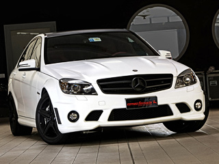 Mercedes c amg. Седан Mercedes C63AMG виздании Romeo Ferraris носит имя White Storm (англ. —белый шторм). Почему тогда заводские 18-дюймовые диски окрашены вчёрный?