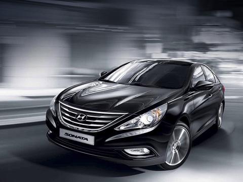 Hyundai sonata. Самой дорогой среди 165-сильных машин версией является Royal— 28млн вонов ($26516). Еслиже клиент нацелился натоп-модификацию с274-сильной «четвёркой», придётся выложить 29600000 вонов (свыше $28тысяч).