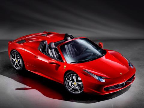 Ferrari 458 italia,Ferrari 458 spider. Получив складной верх, двухдверка Ferrari 458 Italia стала только краше. Российский климат, конечно, не очень располагает к покупке таких автомобилей, но в том, что клиенты найдутся, сомнений нет. Среди бонусов — бесплатное техобслуживание в течение семи лет.