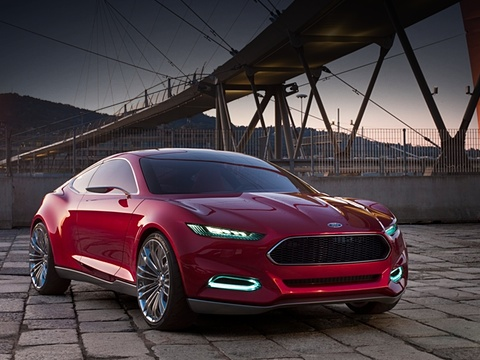 Ford evos,Ford concept. Яркому концепту не суждено колесить по обычным дорогам. Тем не менее идеи, использованные в нём, появятся на новых серийных моделях концерна, причём первые из них можно будет оценить уже в Детройте в январе.