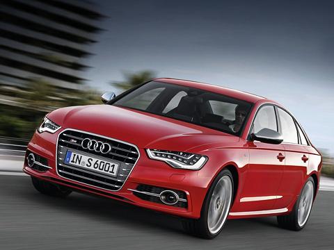 Audi s6,Audi s7. Четырёхдверная «эс-шестая» длиннее обычной «а-шестой» на 16 мм — 4931 против 4915 мм. К слову, Audi S6 весит на 155 кг больше обычной машины с мотором V6 3.0 T — 1895 против 1740 кг.