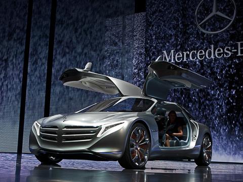 Mercedes f125,Mercedes concept. Купе— своеобразная экспериментальная площадка для отработки новейших технологий иидей. Оно названо вчесть отмечаемого вэтом году 125-летия регистрации патента Карла Бенца наего первый автомобиль.