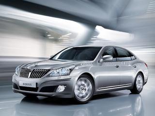 Hyundai equus,Hyundai genesis. Постоянно ужесточающиеся требования кэкологичности автомобилей вынуждают производителей уменьшать объёмы двигателей исовершенствовать используемые технологии. Зачастую для больших машин класса люкс этого недостаточно.