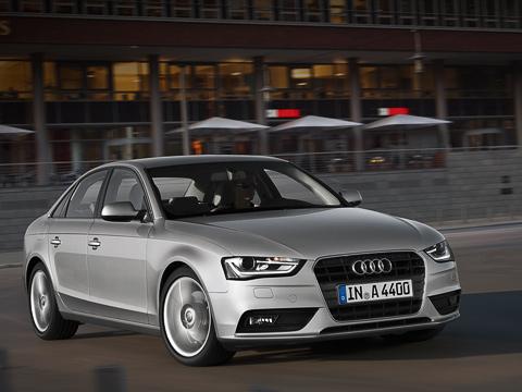 Audi a4,Audi a4 allroad,Audi s4. Седан Audi A4с оптимизированным 170-сильным мотором 1.8TFSI попаспорту всмешанном цикле расходует 5,6л бензина на100км, ауровень выбросов углекислого газа непревышает 134г/км. Улучшение на19% посравнению спрежним мотором.