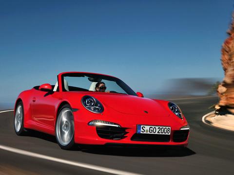 Porsche 911. Модификации Carrera иCarrera Sссемидиапазонным «роботом» PDK выстреливают досотни на0,2с быстрее машин ссемиступенчатой «механикой»— за4,8 и4,5с соответственно.