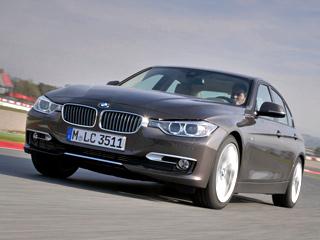 Bmw 3. Первые машины немецкой сборки BMW320d, 328i и335i прибудут кроссийским владельцам вянваре 2012года. Автомобили, сделанные напредприятии «Автотор», доедут дохозяев вапреле. Разница вцене между моделями европейской инашей сборки составит всего 5–10% впользу последних.