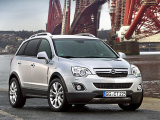 Opel antara. Базовая модификация паркетника Opel Antara 2012 модельного года оснащена электромеханическим стояночным тормозом, помощником при старте на подъёме и электронным суфлёром, подсказывающим оптимальный момент переключения передач.