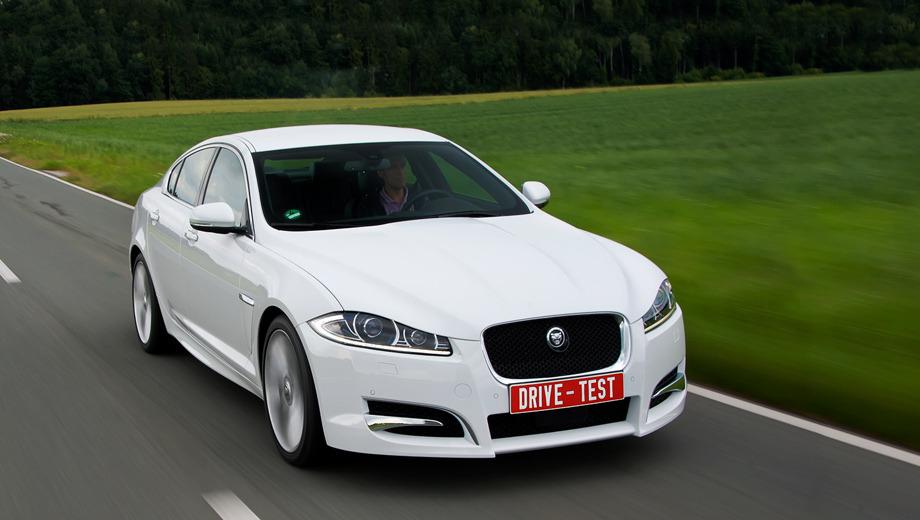 Jaguar xf,Jaguar xfr,Jaguar xf_dt. Более крупная фальшрадиаторная решётка, установленная под большим углом, потребовала нового рельефного капота. Тестовый автомобиль ещё и в обвесе, предлагаемом за доплату.
