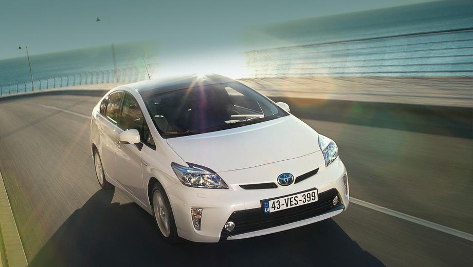 Toyota prius. Первые рестайлинговые пятидверки Toyota Prius появятся у европейских дилеров в апреле. Цены на новинку будут начинаться с отметки в 27 500 евро.