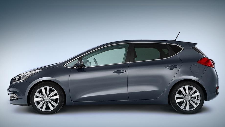 Kia ceed. В профиль новая пятидверка Kia cee`d стала почему-то отчётливо напоминать хэтчбек Opel Astra.