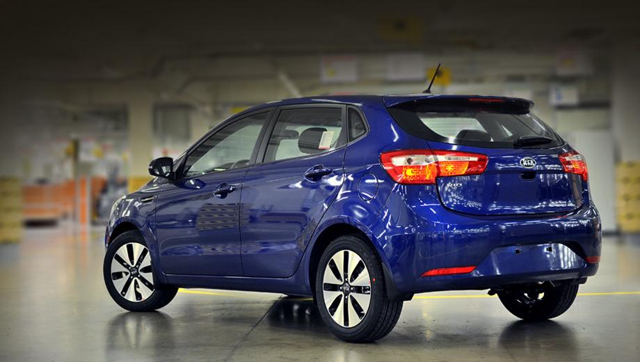 Kia rio. Так же как и родственная фирма Hyundai, представители российского офиса компании KIA делают упор на более спортивный по сравнению с седаном образ новинки.