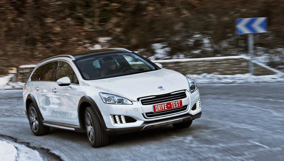 Peugeot 508,Peugeot 508 rxh. Peugeot 508 RXH стал второй гибридной моделью фирмы из Сошо. Весной в продажу поступит двухмоторный универсал 508 без внедорожной спецподготовки, а летом гамму пополнит седан. Всего с учётом однообъёмника Peugeot 3008 HYbrid4 французы надеются реализовать в этом году 33 500 дизель-электрических модификаций.