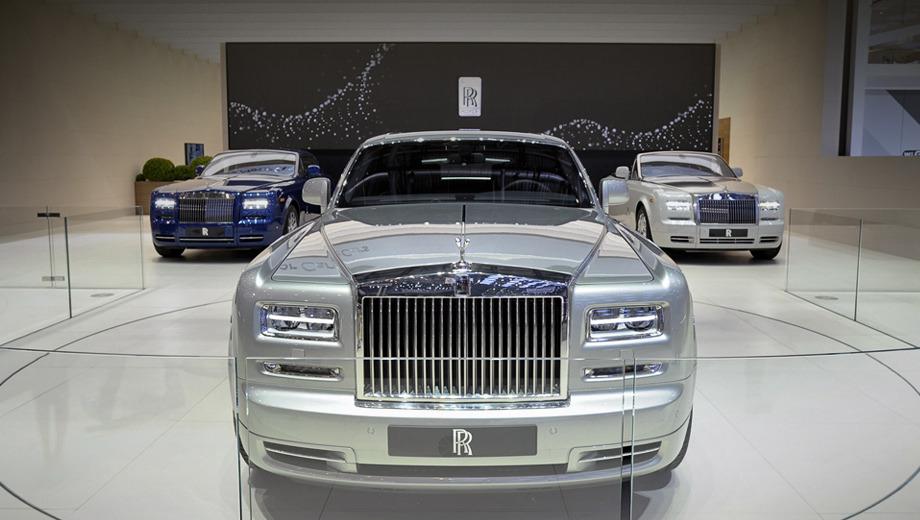 Rollsroyce phantom. Рестайлинговой машине выпала честь закрепить коммерческий успех. Ведь дореформенный седан продавался хорошо — свыше 4900 седанов с 2003 по 2008 год.