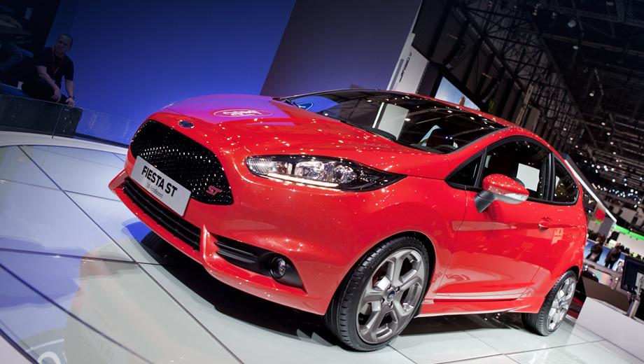 Ford fiesta st. Внешне модель Ford Fiesta ST сильно отличается от своих стандартных «собратьев». В первую очередь это касается почти полностью новой передней части.