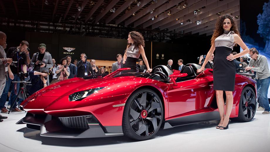 Lamborghini aventador,Lamborghini aventador j. Родстер длиннее одноимённого купе — 4890 против 4780 мм. Ширина у них одинаковая (по 2030 мм), но закрытая двухдверка чуть выше — 1136 против 1100 мм.