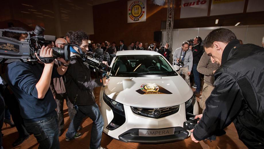 Opel ampera. В этом году, как и в прошлом, всеобщее признание досталось «зелёной» модели. Прошлый победитель электрокар Nissan Leaf уступил своё место новому триумфатору — гибриду Opel Ampera (он же Chevrolet Volt).