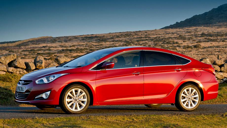 Hyundai i40. Впервые автомобиль Hyundai i40 показали в Испании, однако в России мотор будет совершенно другой — атмосферная «четвёрка» 2.0 вместо всей гаммы из четырёх двигателей, доступных в Европе.