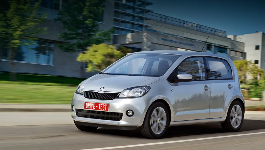 Skoda citigo. В то время как первоисточник Volkswagen up! обзавёлся пятидверной модификацией лишь недавно, Skoda Citigo берёт старт сразу в трёх- и пятидверном исполнении. Продажи обеих версий в России начнутся во второй половине нынешнего года, но «чешка» с роботизированной коробкой передач до нас доедет только ближе к зиме.