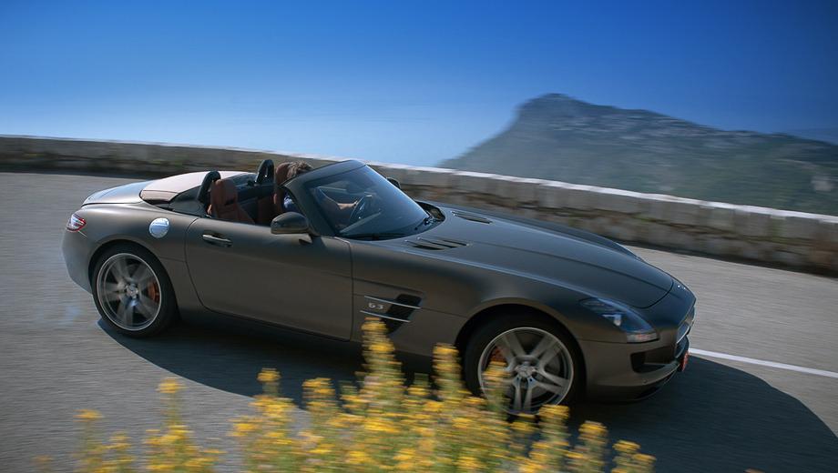 Mercedes sls,Mercedes _sls_roadster_dt. Ему нужна пара мгновений, чтобы собраться с силами и поджечь 20-дюймовые задние шины. Но потом — только лови. Хорошо, руль короткий — чуть больше двух оборотов от упора до упора.