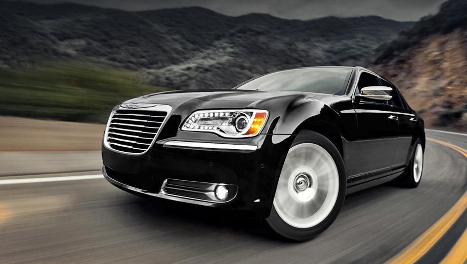 Chrysler 300c. На нашем рынке не стоит ждать появления модификаций с мотором V8 Hemi 5.7 и трёхлитровым турбодизелем. Позже россиянам станут доступны версии SRT8 с «восьмёркой» рабочим объёмом 6,4 л.