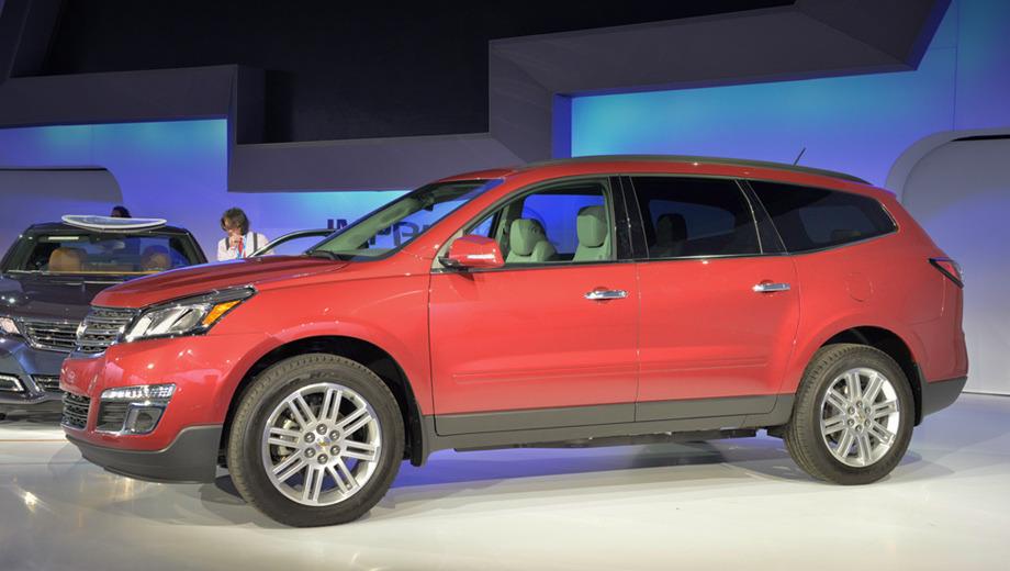 Chevrolet traverse. В зависимости от типа привода снаряжённая масса равняется 2138–2248 кг. Масса буксируемого прицепа — 2358 кг. Дорожный просвет — 183 мм.