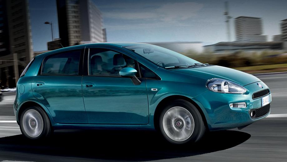 Fiat grande punto. Внешние отличия от дореформенной машины свелись к новому переднему бамперу, окрашенному в цвет кузова. Остальное — расширение гаммы цветов кузова и отделки интерьера.