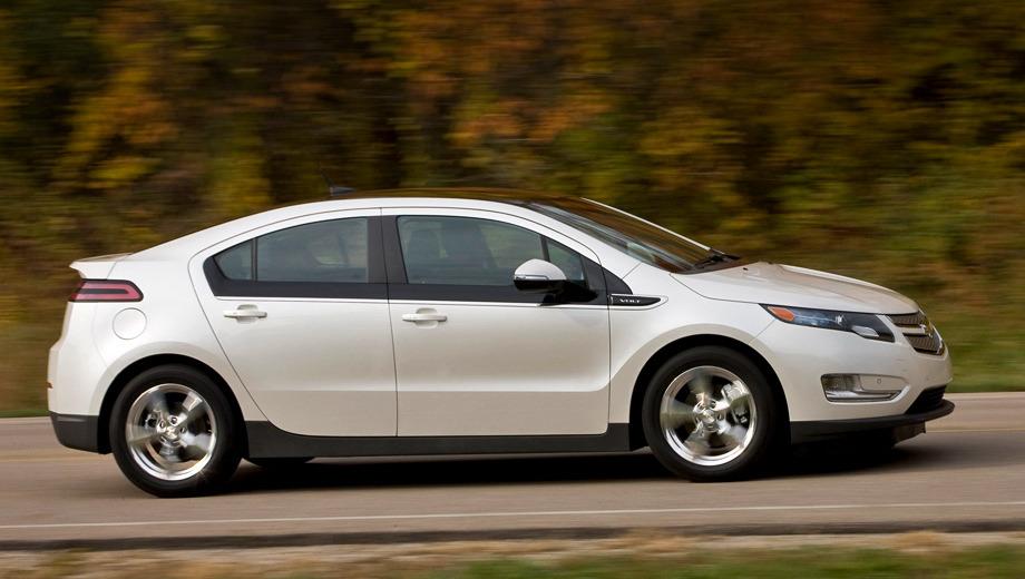 Chevrolet volt. На фото — дорестайлинговая модель, но после обновления Вольт внешне будет отличаться только окрашенными в цвет кузова крышей и крышкой багажника. Ещё один шаг к упрощению и стандартизации.
