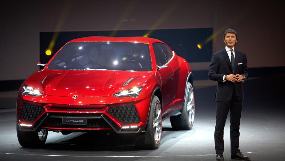 Lamborghini urus. В отличие от Lamborghini LM002 концепт Urus выглядит как истинный Lamborghini. Конечно, не считая высоко поднятого над землёй кузова. Колёсные диски - 24-дюймовые.
