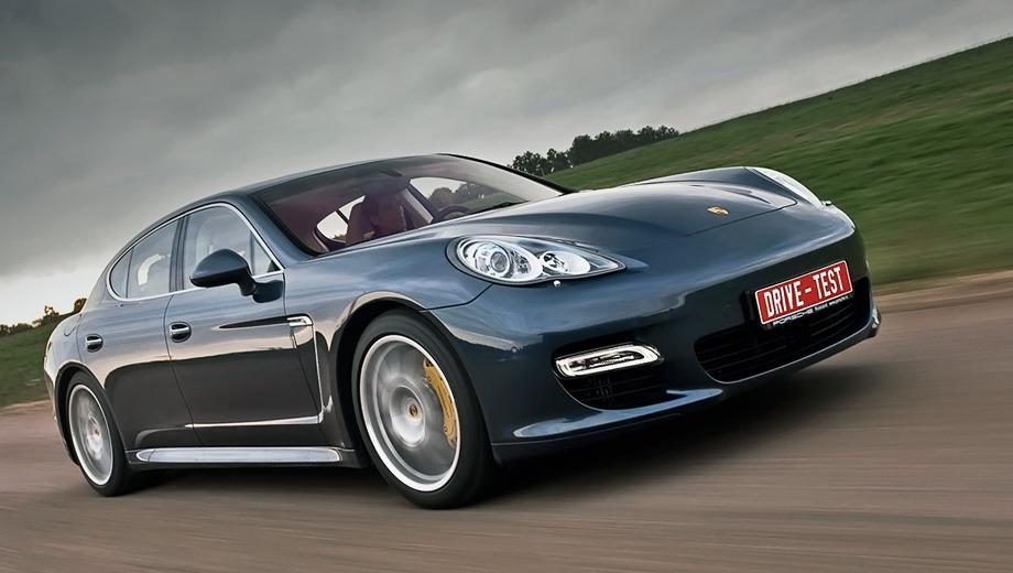 Porsche panamera. Мы не просто сравнили две версии — 400-сильную Панамеру S и 500-сильную Turbo (на фото) — мы понаблюдали за Porsche в разных стихиях: на немецких автобанах, дорогах Подмосковья и даже на Нюрбургринге.