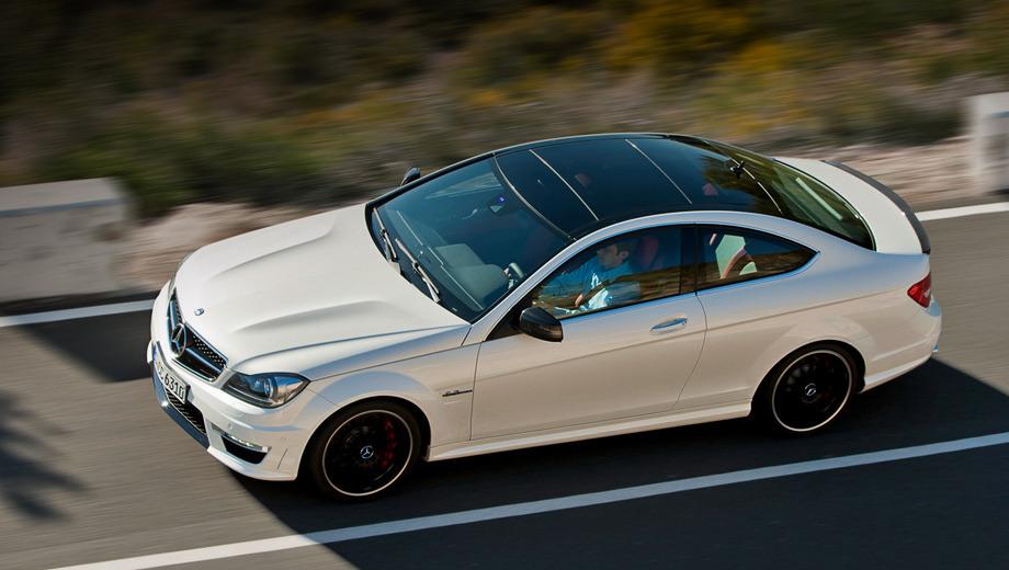 Mercedes c coupe amg,Mercedes g amg. От нуля до 100 км/ч купе Mercedes C 63 AMG разгоняется за 4,4 с, а максимальная скорость ограничена электроникой на 250 км/ч. Расход топлива в смешанном цикле — 12 л/100 км.