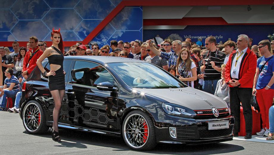 Volkswagen golf gti. В проекте Golf GTI Black Dynamic участвовали девять человек в возрасте от 18 до 23 лет. Четыре девушки и пять парней.